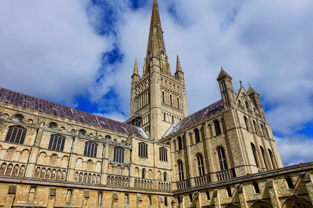 Norwich cathedral - pixabay - https://pixabay.com/photos/norwich-cathedral-spire-medieval-1144764/